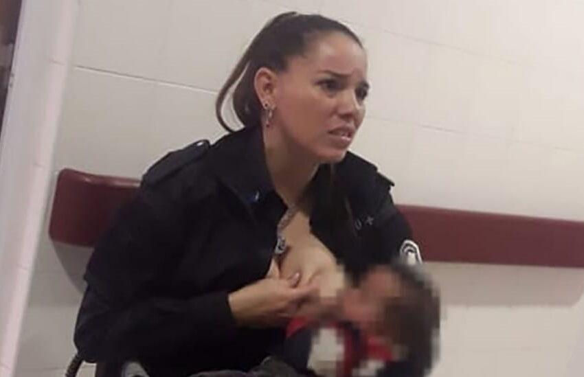 Poliziotta allatta la bimba malnutrita di una donna arrestata: il gesto le vale la promozione