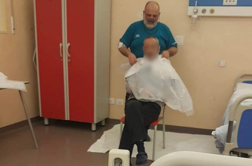 Positivo al virus, questo barbiere dà una spuntatina agli altri pazienti Covid