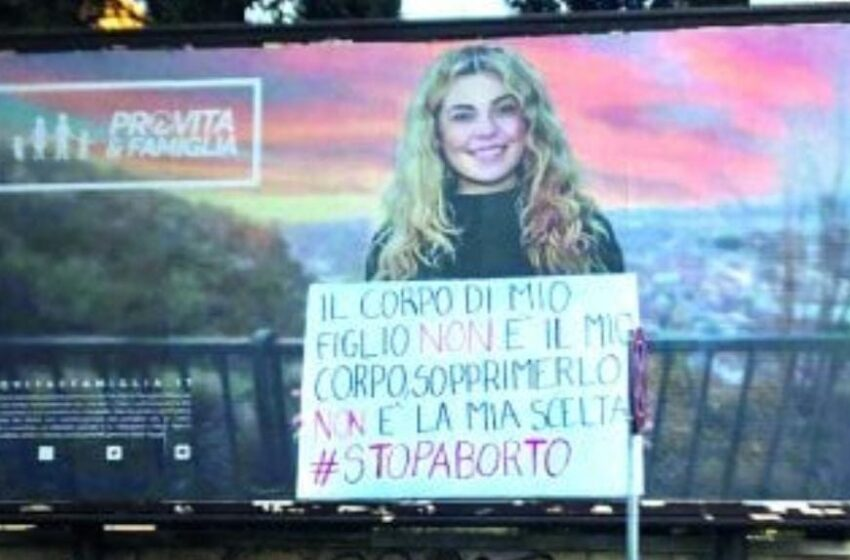 Manifesti anti-aborto: un messaggio d'odio per le donne che va condannato