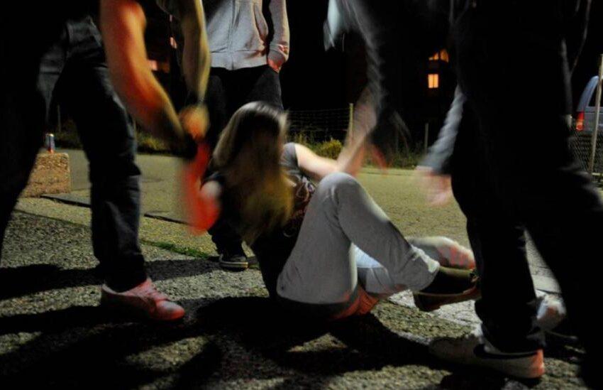 """18enne violentata dal branco, il padre difende gli stupratori: """"Mia figlia era ubriaca"""""""