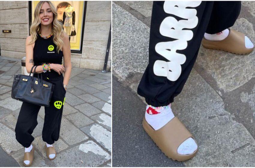 Chiara Ferragni esce con calzini bianchi e ciabatte (introvabili) e rompe un tabù