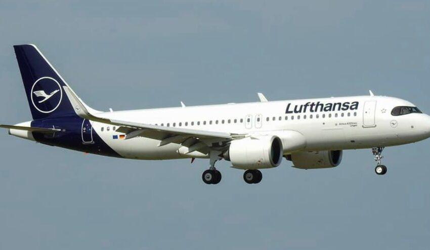 """Lufthansa elimina il saluto """"Signore e signori benvenuti a bordo"""": non è 'gender fluid'"""