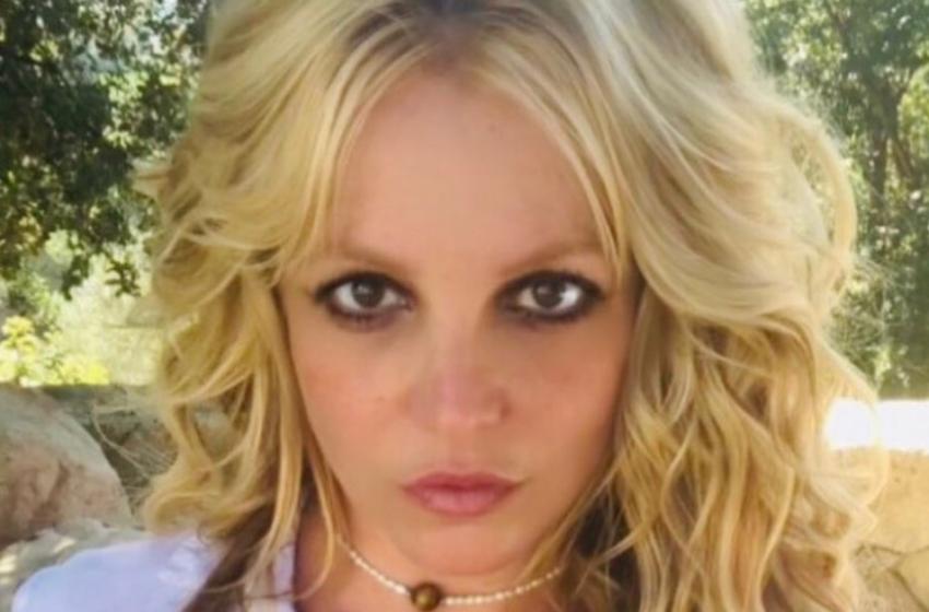 Il padre di Britney Spears rinuncia alla tutela legale della figlia cantante