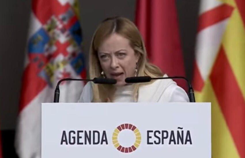 """""""Yo soy Giorgia, soy una mujer"""": la Meloni va a Madrid e riadatta il suo tormentone"""
